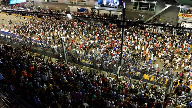 Fans at Formula One World Championship, Rd15, Singapore Grand Prix, Race, Marina Bay Street Circuit, Singapore, Sunday 18 September 2016. &copy&#x3b; Sutton Images