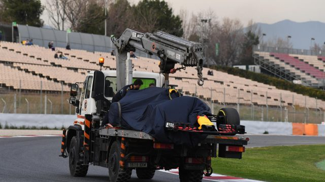 The car of Max Verstappen (NED) Red Bull Racing RB13 is recovered at Formula One Testing, Day Two, Barcelona, Spain, 8 March 2017. &copy&#x3b; Sutton Images