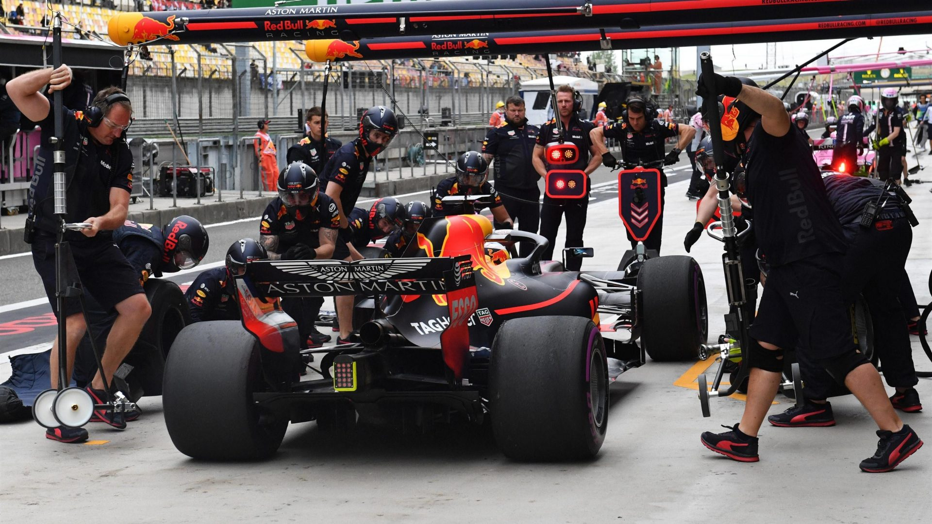 https://www.formula1.com/content/fom-website/en/latest/features/2018/4/gallery--the-best-images-from-friday-in-china/_jcr_content/featureContent/manual_gallery/image25.img.1920.medium.jpg/1523593779548.jpg