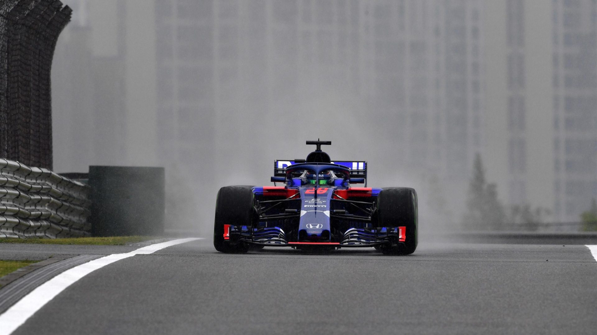 https://www.formula1.com/content/fom-website/en/latest/features/2018/4/gallery--the-best-images-from-friday-in-china/_jcr_content/featureContent/manual_gallery/image51.img.1920.medium.jpg/1523607343966.jpg