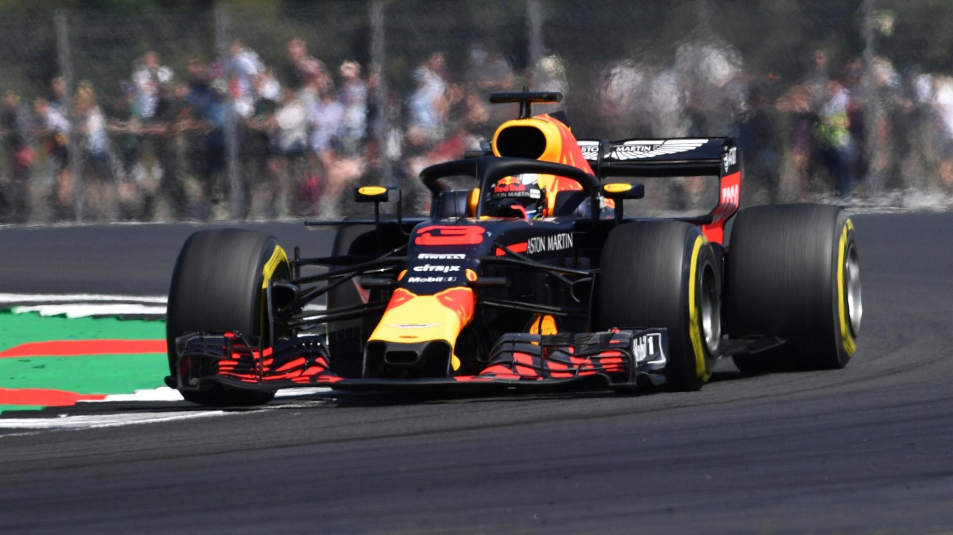 https://www.formula1.com/content/fom-website/en/latest/features/2018/7/gallery--the-best-images-from-great-britain/_jcr_content/featureContent/manual_gallery/image16.img.1920.medium.jpg/1530873545321.jpg