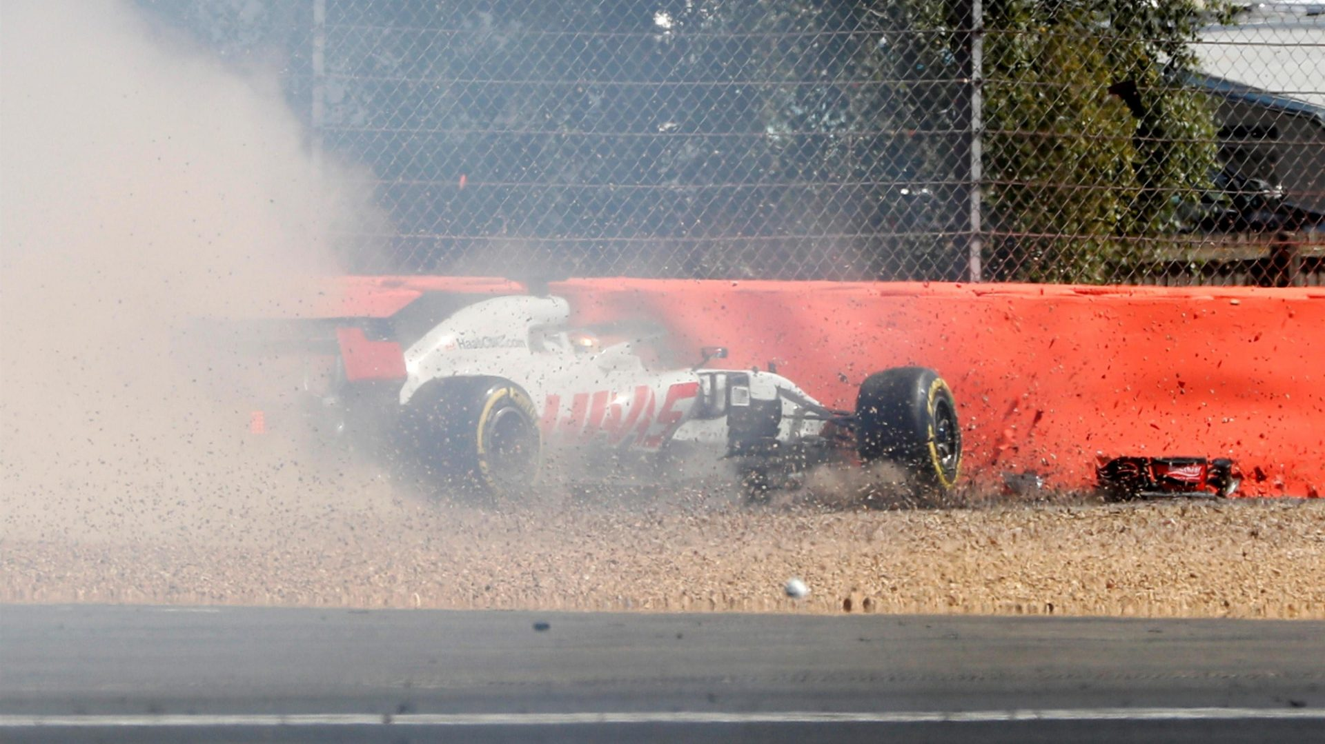 https://www.formula1.com/content/fom-website/en/latest/features/2018/7/gallery--the-best-images-from-great-britain/_jcr_content/featureContent/manual_gallery/image17.img.1920.medium.jpg/1530873546130.jpg