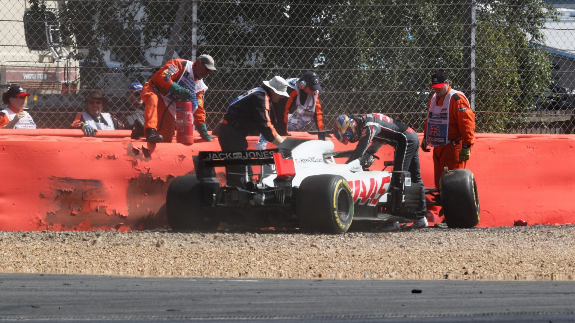 https://www.formula1.com/content/fom-website/en/latest/features/2018/7/gallery--the-best-images-from-great-britain/_jcr_content/featureContent/manual_gallery/image22.img.1920.medium.jpg/1530874807332.jpg