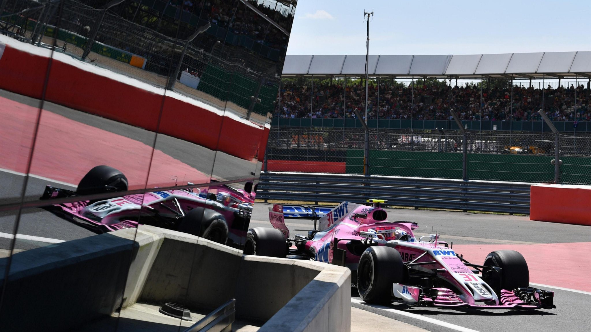 https://www.formula1.com/content/fom-website/en/latest/features/2018/7/gallery--the-best-images-from-great-britain/_jcr_content/featureContent/manual_gallery/image41.img.2048.medium.jpg/1530884144456.jpg