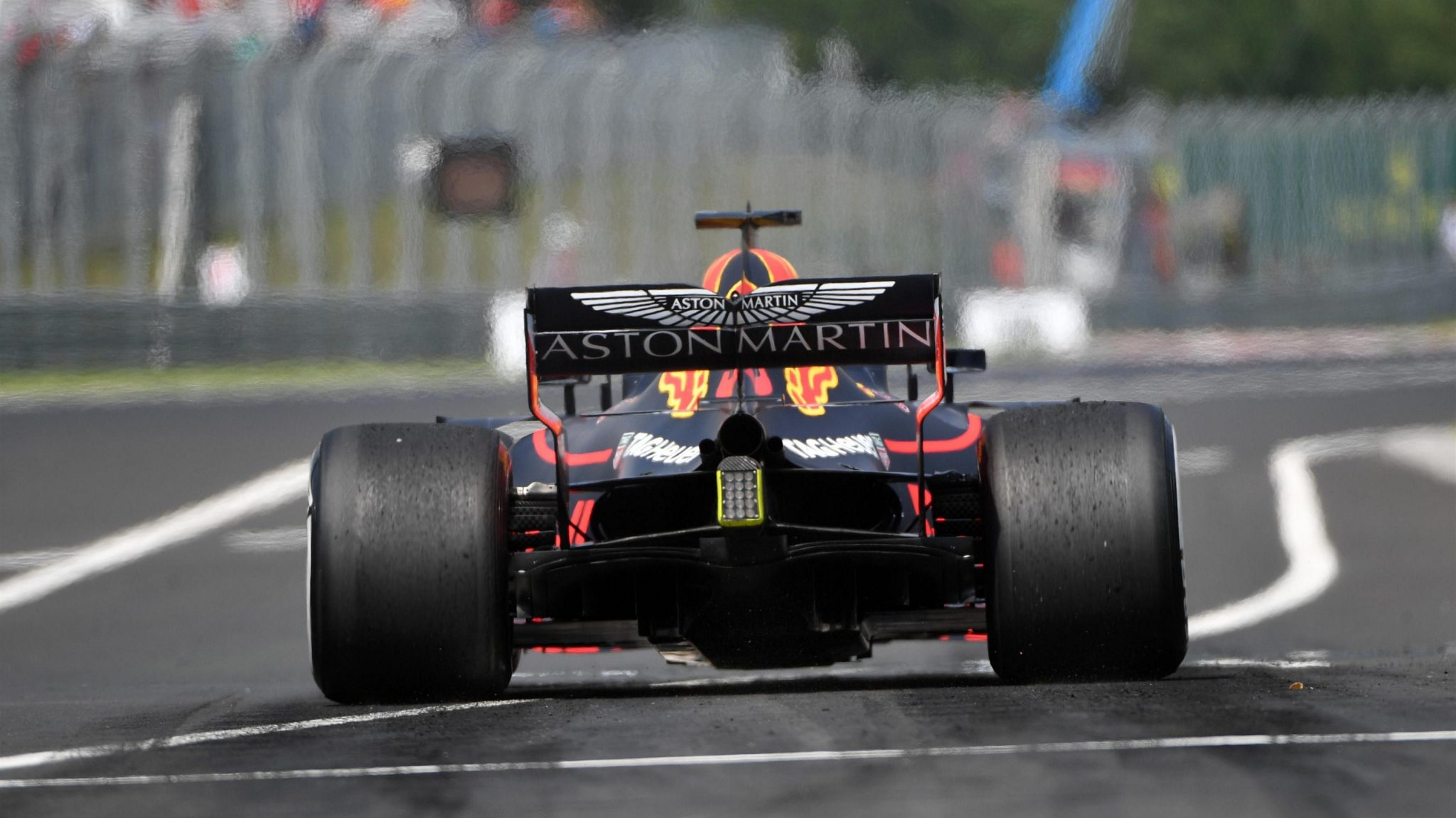https://www.formula1.com/content/fom-website/en/latest/features/2018/7/gallery--the-best-images-from-hungary/_jcr_content/featureContent/manual_gallery/image5.img.2048.medium.jpg/1532684196333.jpg