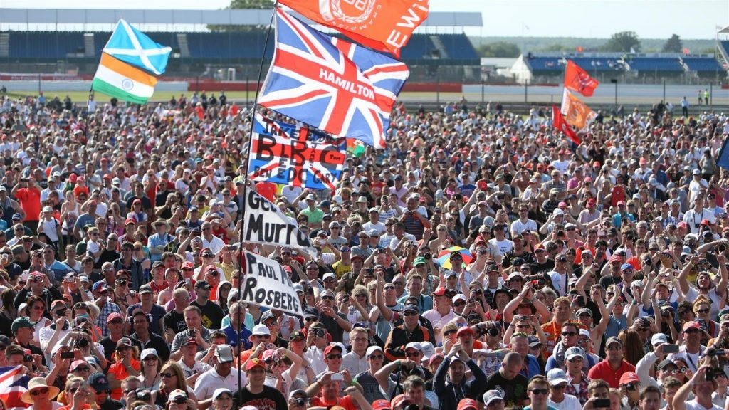 Silverstone%20to%20open%20F1%3Csup%3E®%3C/sup%3E%20pit%20lane%20on%20%27Fans%27%20Thursday%27