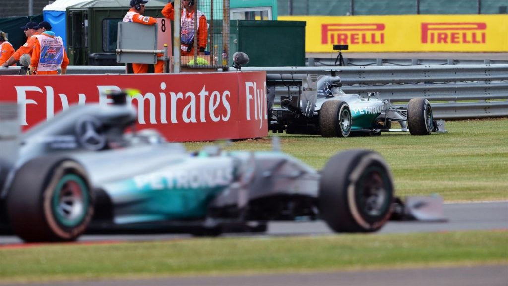 FP2%20-%20Hamilton%20fastest%20at%20Silverstone%20despite%20early%20stoppage