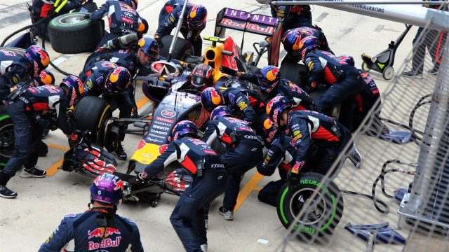 Daniil Kvyat (RUS) Red Bull Racing RB11 pit stop at Formula One World Championship, Rd16, United States  Grand Prix, Race, Austin, Texas, USA, Sunday 25 October 2015. &copy&#x3b; Sutton Motorsport Images