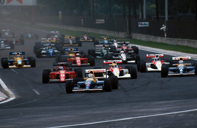 Nigel Mansell (GBR) Williams FW14 leads the field at the start of the race.