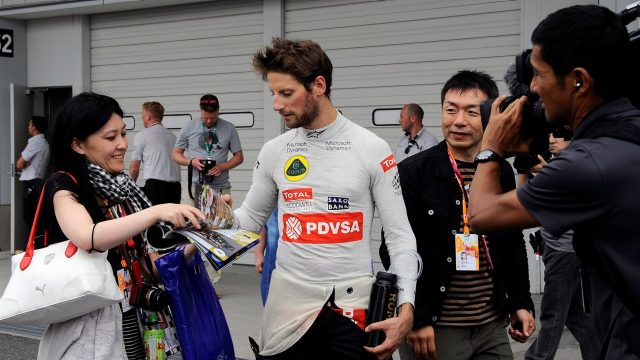 Romain Grosjean (FRA) Lotus F1 signs autographs for the fans at Formula One World Championship, Rd14, Japanese Grand Prix, Qualifying, Suzuka, Japan, Saturday 26 September 2015. &copy&#x3b; Sutton Motorsport Images