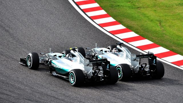 Lewis Hamilton (GBR) Mercedes AMG F1 W06 and Nico Rosberg (GER) Mercedes AMG F1 W06 battle at the start of the race at Formula One World Championship, Rd14, Japanese Grand Prix, Race, Suzuka, Japan, Sunday 27 September 2015. &copy&#x3b; Sutton Motorsport Images