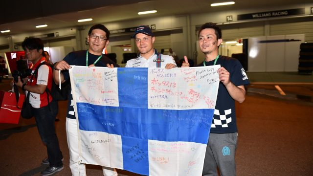 Valtteri Bottas (FIN) Williams and fans at Formula One World Championship, Rd14, Japanese Grand Prix, Race, Suzuka, Japan, Sunday 27 September 2015. &copy&#x3b; Sutton Motorsport Images