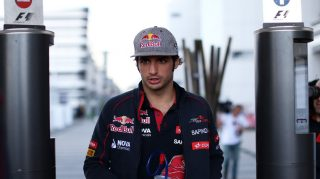 Sainz cleared to race in Russia
