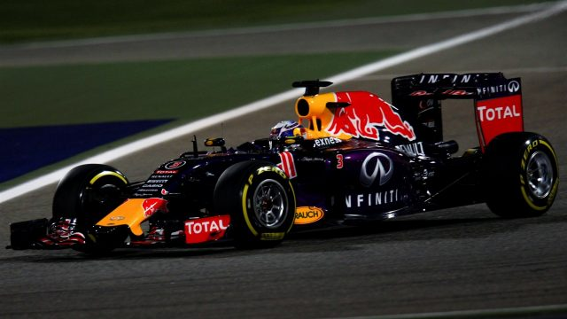 Daniel Ricciardo (AUS) Red Bull Racing RB11 at Formula One World Championship, Rd4, Bahrain Grand Prix Qualifying, Bahrain International Circuit, Sakhir, Bahrain, Saturday 18  April 2015. &copy&#x3b; Sutton Motorsport Images