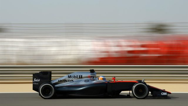 Fernando Alonso (ESP) McLaren MP4-30 at Formula One World Championship, Rd4, Bahrain Grand Prix Qualifying, Bahrain International Circuit, Sakhir, Bahrain, Saturday 18  April 2015. &copy&#x3b; Sutton Motorsport Images
