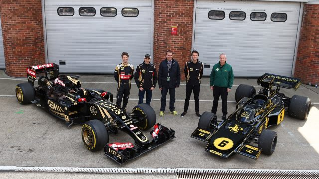 Lotus drivers Romain Grosjean (left), Pastor Maldonado (second left) and Jolyon Palmer (second right), with the current Lotus E23 Hybrid (left) and the historic Lotus 72 E-5, Brands Hatch, UK, April 27, 2015 &copy&#x3b; Lotus F1 Team