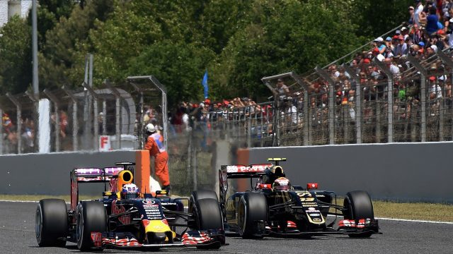 Daniel Ricciardo (AUS) Red Bull Racing RB11 and Pastor Maldonado (VEN) Lotus E23 Hybrid at the start of the race at Formula One World Championship, Rd5, Spanish Grand Prix Race, Barcelona, Spain, Sunday 10 May 2015. &copy&#x3b; Sutton Motorsport Images