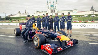 Kvyat and Red Bull star in Russian city demo