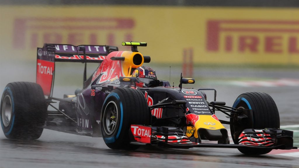 FP2%20-%20Kvyat%20pips%20Mercedes%20pair%20in%20rain-hit%20Japan%20
