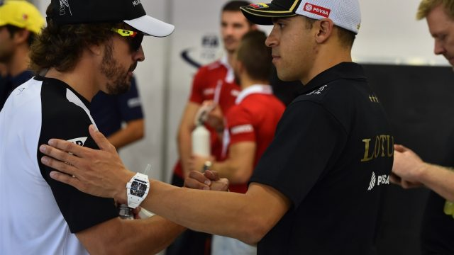 Fernando Alonso (ESP) McLaren and Pastor Maldonado (VEN) Lotus on the drivers parade at Formula One World Championship, Rd13, Singapore Grand Prix, Race, Marina Bay Street Circuit, Singapore, Sunday 20 September 2015. &copy&#x3b; Sutton Motorsport Images