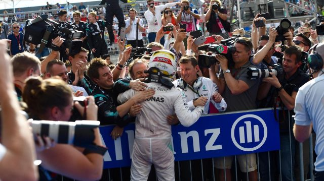 Race winner Lewis Hamilton (GBR) Mercedes AMG F1 celebrates with the team in parc ferme at Formula One World Championship, Rd18, United States Grand Prix, Race, Circuit of the Americas, Austin, Texas, USA, Sunday 23 October 2016. &copy&#x3b; Sutton Images