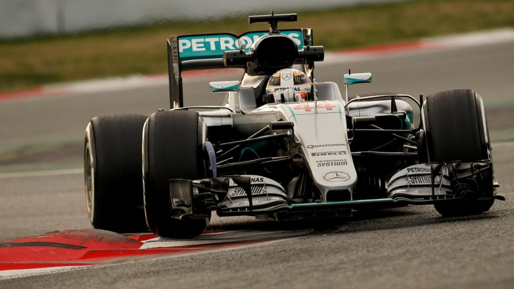 Hamilton%20denies%20Magnussen%20on%20second%20morning%20of%20final%20test