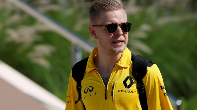 Kevin Magnussen (DEN) Renault Sport F1 Team at Formula One World Championship, Rd2, Bahrain Grand Prix Race, Bahrain International Circuit, Sakhir, Bahrain, Sunday 3 April 2016. &copy&#x3b; Sutton Motorsport Images