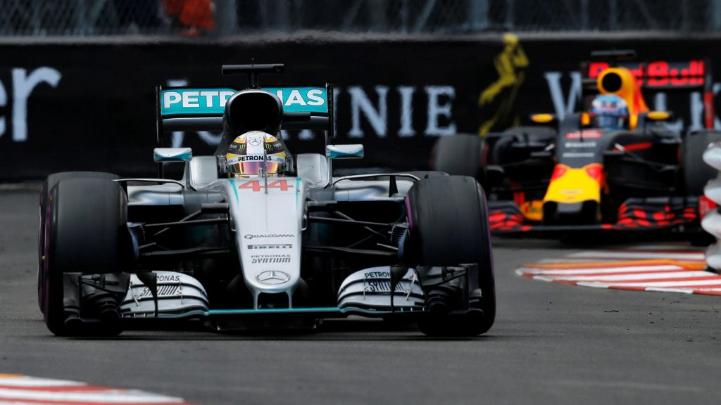 Hamilton%20beats%20Ricciardo%20in%20wet-dry%20Monaco%20thriller