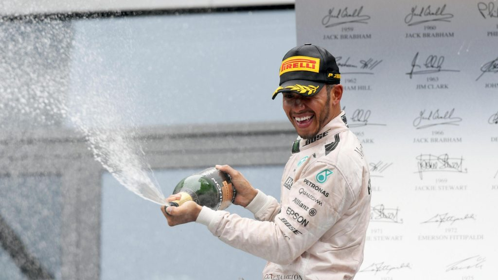 Hamilton%20beats%20Rosberg%20after%20thrilling%20finish%20in%20Austria