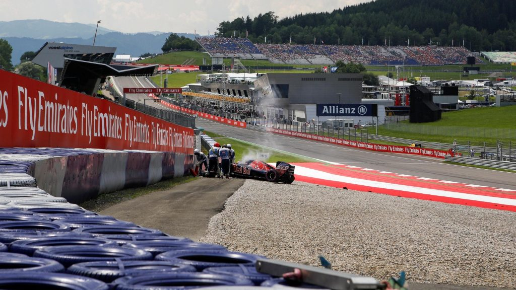 Kvyat%20to%20start%20from%20the%20pit-lane%20-%20the%20official%20grid%20in%20full