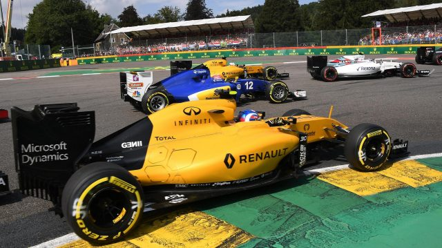 Jolyon Palmer (GBR) Renault Sport F1 Team RS16 at race start at Formula One World Championship, Rd13, Belgian Grand Prix, Race, Spa Francorchamps, Belgium, Sunday 28 August 2016. &copy&#x3b; Sutton Images