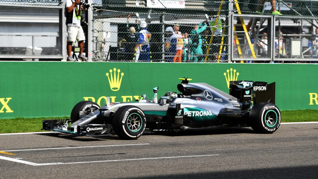 Rosberg%20wins%20frenetic%20Spa%20race,%20as%20Hamilton%20recovers%20to%20third