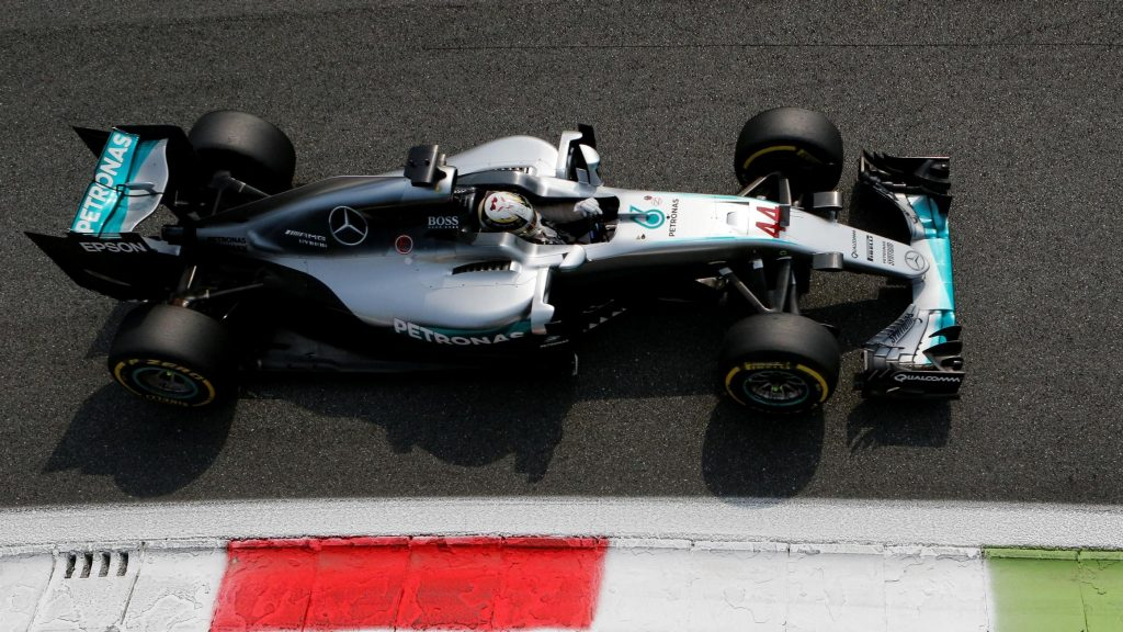 Supreme%20Hamilton%20eases%20to%20pole%20in%20Italy