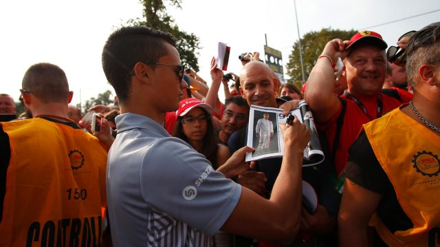 Pascal Wehrlein (GER) Manor Racing signs autographs for the fans at Formula One World Championship, Rd14, Italian Grand Prix, Qualifying, Monza, Italy, Saturday 3 September 2016. &copy&#x3b; Sutton Images