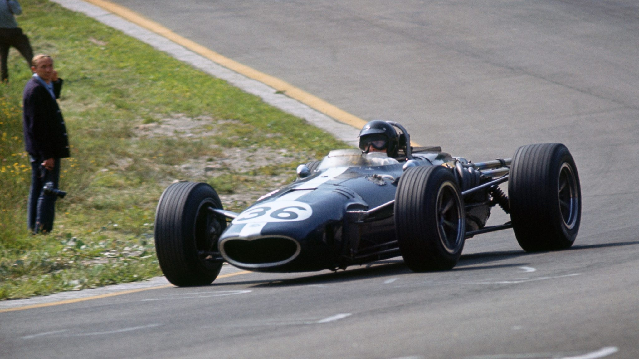 https://www.formula1.com/content/fom-website/en/latest/headlines/2018/1/dan-gurney--1931-2018/_jcr_content/articleContent/manual_gallery/image1.img.2048.medium.jpg/1516008429322.jpg