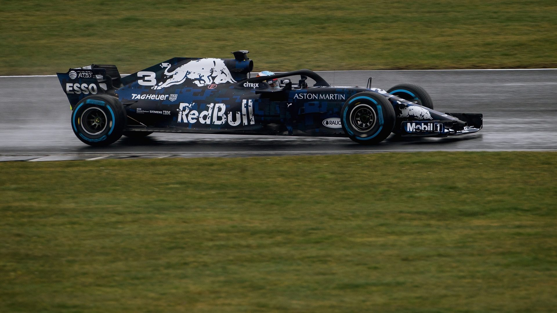 https://www.formula1.com/content/fom-website/en/latest/headlines/2018/2/ricciardo-shakes-down-rb14-at-silverstone/_jcr_content/articleContent/manual_gallery/image3.img.1920.medium.jpg/1519046404871.jpg