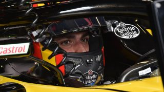 Sainz aiming high after Renault's positive start in Monaco