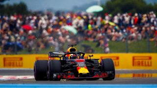 Ricciardo mid-race pace loss due to front-wing damage