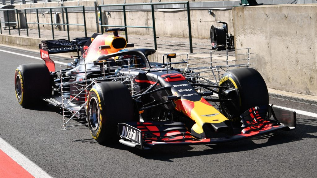 https://www.formula1.com/content/fom-website/en/latest/headlines/2018/7/f1-2019-front-wing-designs-make-debut-in-hungary-testing/_jcr_content/featureContent/manual_gallery/image6.img.1024.medium.jpg/1533022516267.jpg