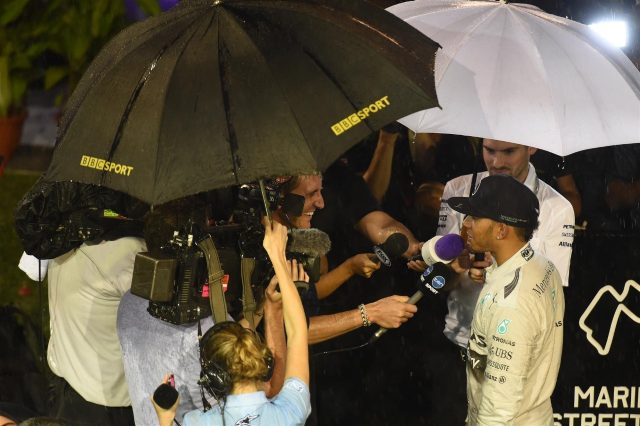 Pole sitter Lewis Hamilton (GBR) Mercedes AMG F1 talks with the media. Formula One World Championship, Rd14, Singapore Grand Prix, Marina Bay Street Circuit, Singapore, Qualifying, Saturday, 20 September 2014