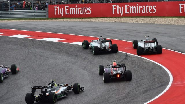 Lewis Hamilton (GBR) Mercedes AMG F1 W06 and Nico Rosberg (GER) Mercedes AMG F1 W06 battle at the start of the race at Formula One World Championship, Rd16, United States  Grand Prix, Race, Austin, Texas, USA, Sunday 25 October 2015. &copy&#x3b; Sutton Motorsport Images
