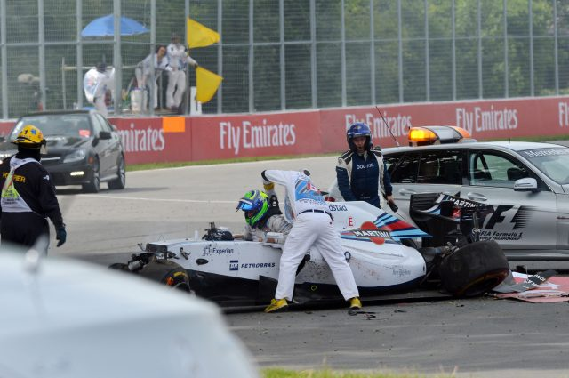 Felipe Massa (BRA) Williams FW36 crashes.